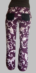 pantalon violet à arabesques